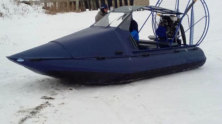 Аэролодка Нерпа зимой на снегу